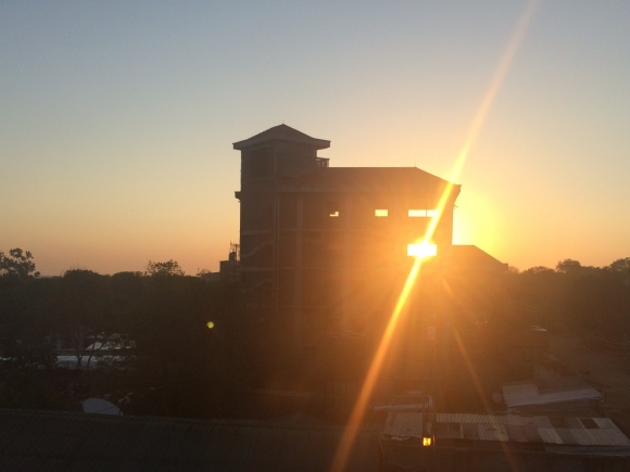 Sunrise in Juba behind a building being constructed ©Rens Willems (2014)